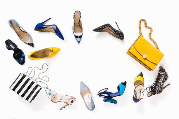 lujo zapatos de mujeres con bolso aislado sobre fondo blanco - moda de zapatos fotografías e imágenes de stock