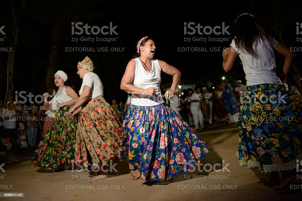 Womens of Umbanda during jongo dance performance - foto de acervo