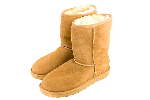 lammfell-stiefel für damen - lammfellstiefel stock-fotos und bilder