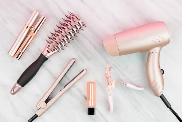 로즈 골드 여성 스타일링 도구 및 화장품 - 속눈썹 컬러 뉴스 사진 이미지