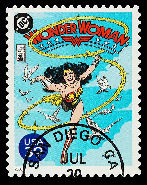 wonder woman superhelden-briefmarke - cartoon kostüme stock-fotos und bilder