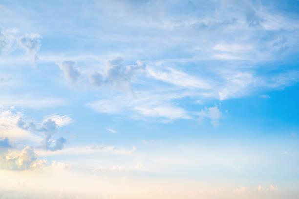herrlichen blauen himmel mit wolken für hintergrund - wettervorhersage deutschland stock-fotos und bilder