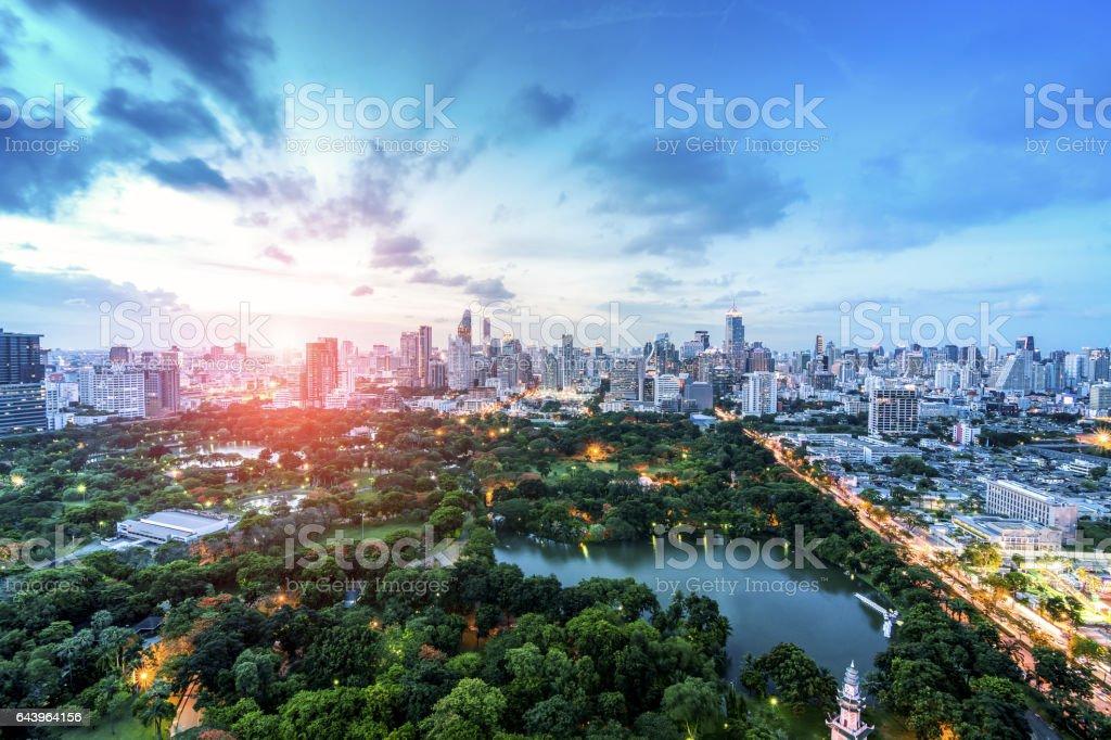 Wonderful evening period cityscape at Lumpini Park, Bangkok, Thailand. Lumpini Park (or Lumpini Park) is a park in Bangkok, Thailand.圖像檔