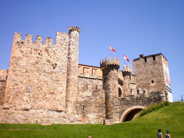 Wunderbare mittelalterlichen Stil Ponferrada Schloss datiert im 12. Jahrhundert In Ponferrada. – Foto