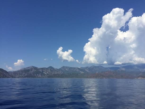 muhteşem deniz ve bulutlar - serpilguler stok fotoğraflar ve resimler