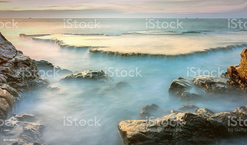 Wonderful seascape with sea waves hitting large Lizenzfreies stock-foto