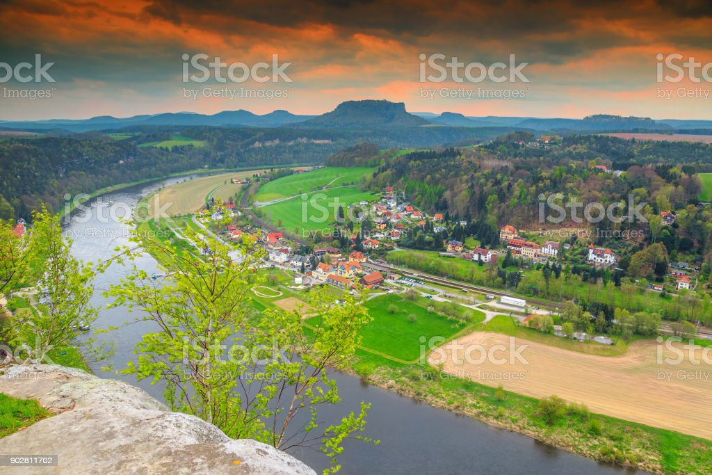 Wunderbare Frühling Panorama mit Elbe, Bastei, Sächsische Schweiz, Deutschland – Foto