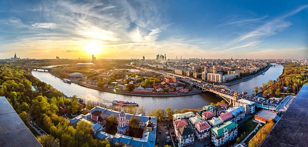maravilhoso pôr do sol sobre a cidade de moscou - moscovo - fotografias e filmes do acervo
