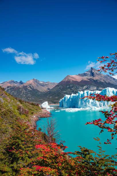 Wunderschöne Aussicht auf den riesigen Perito Moreno Gletscher in Patagonien im goldenen Herbst, Südamerika – Foto