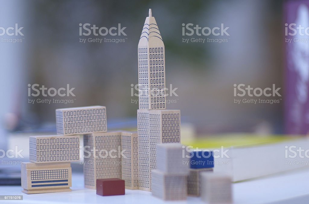 Blocchi di legno sullo skyline - foto stock