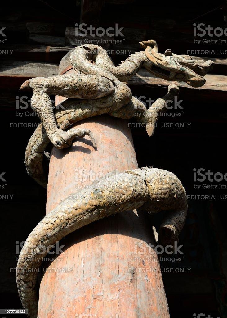 Holz-Schnitzerei dragon(loong) im Jinci-Tempel – Foto