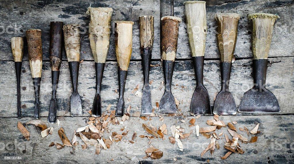 wood carving tools on wooden background foto de stock libre de derechos
