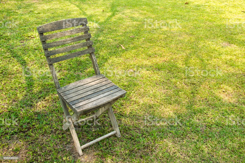 wood Chairs in the garden - Zbiór zdjęć royalty-free (Bez ludzi)