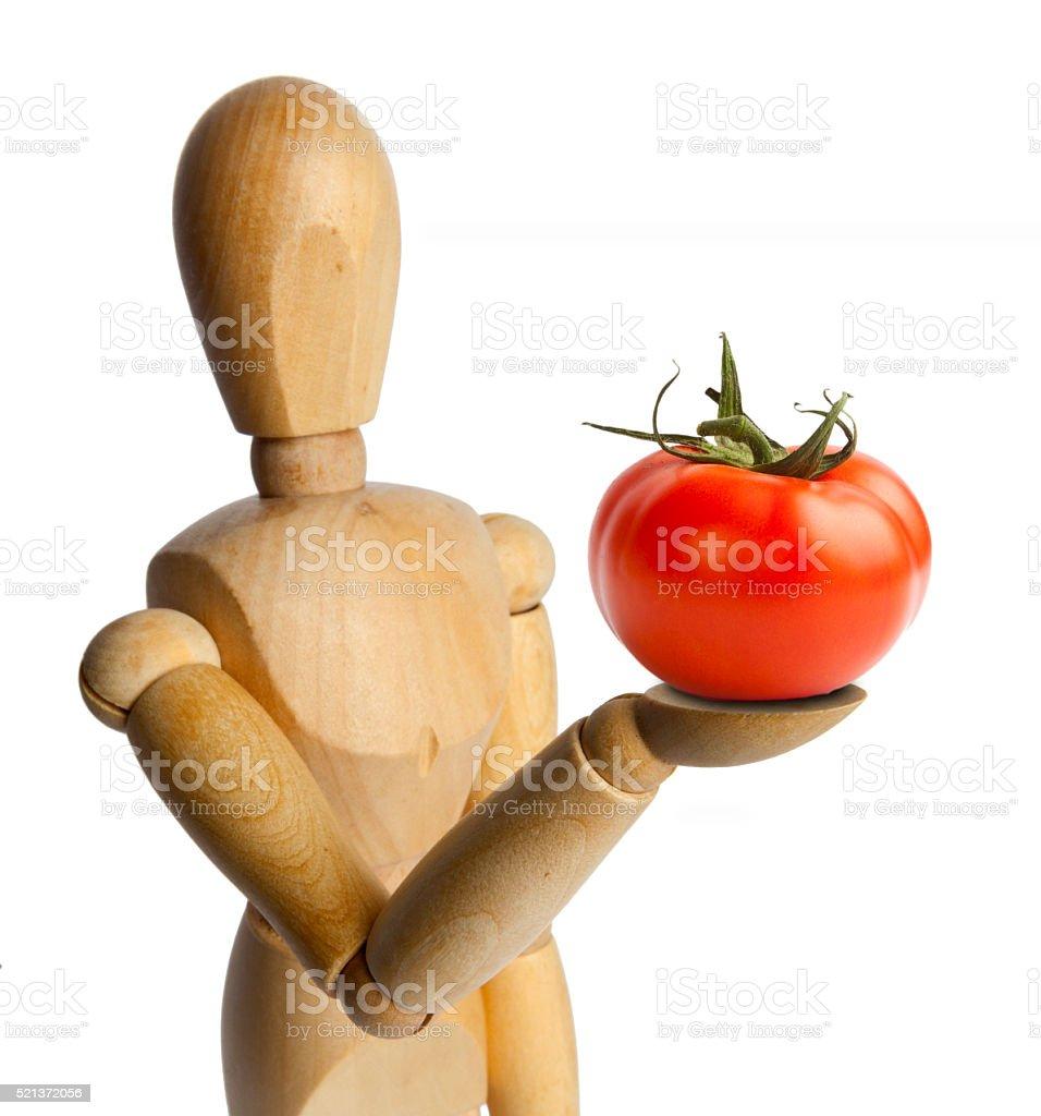 Boneca de madeira com tomate - foto de acervo