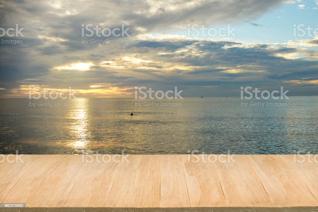 Wood floor with background of sea view at sunset royalty free stockfoto