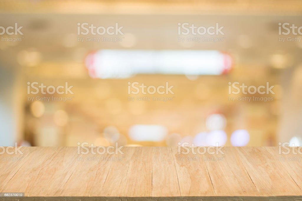 Wood floor with blur of bokeh of market background foto stock royalty-free