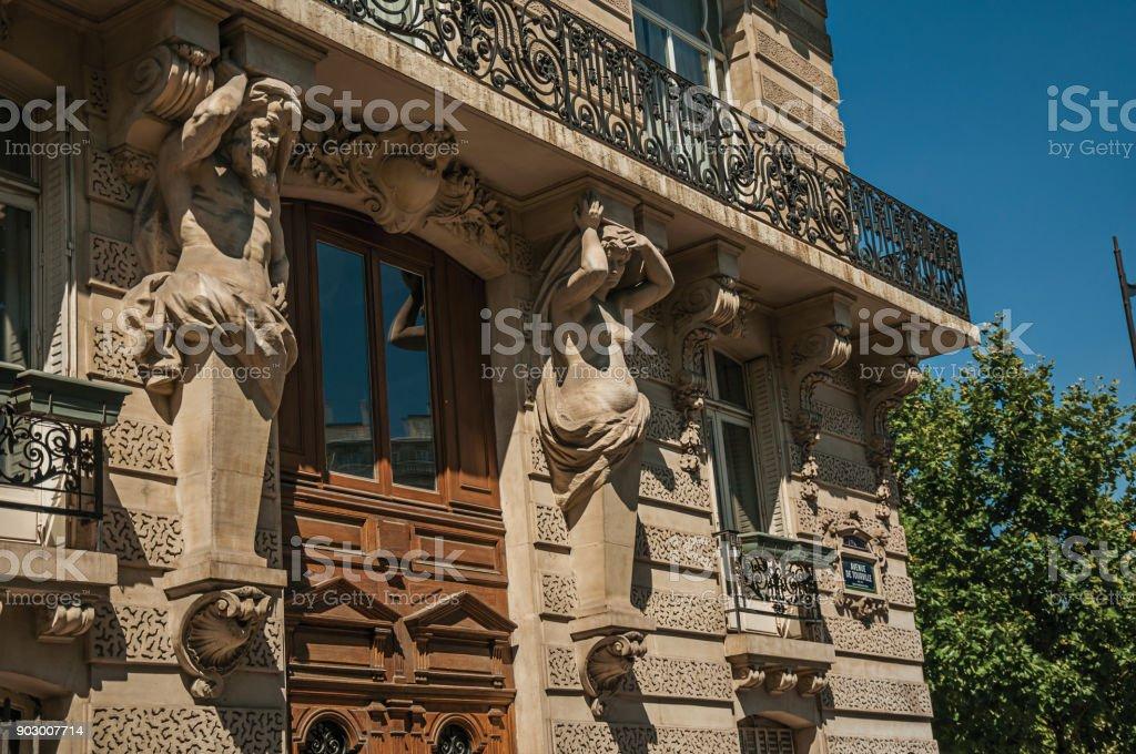 Photo Libre De Droit De Porte De Bois Et Les Sculptures