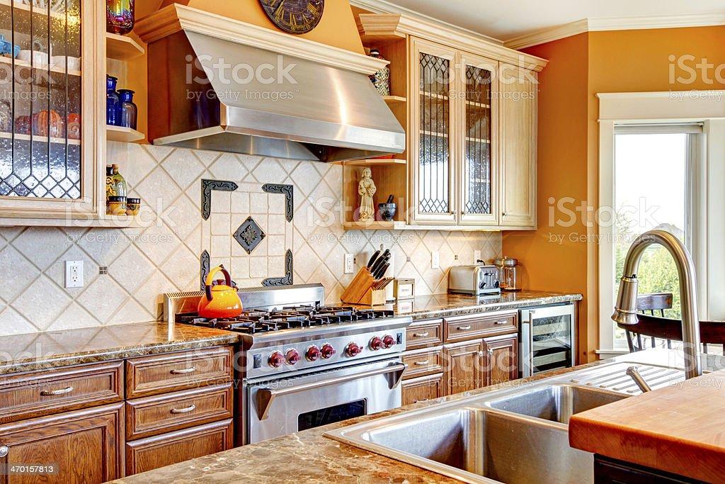 Camera In Legno Per Cucina Con Piastrelle Decorate ...