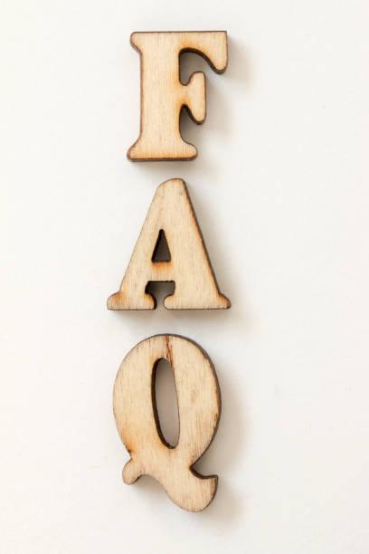 faq, holz buchstaben liebe auf weißem hintergrund - 3d typografie stock-fotos und bilder