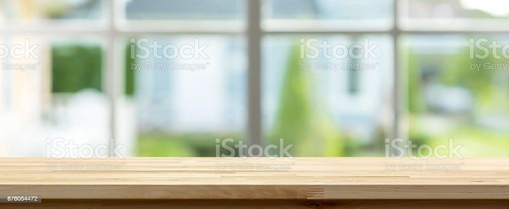 Photo de stock de Flou De Dessus De Table En Bois À Lintérieur De La ...