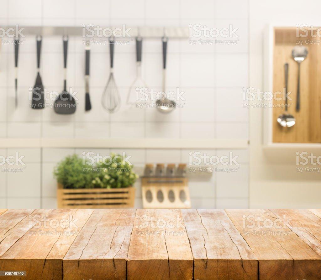 Holz Tischplatte Auf Küche Zimmer Hintergrund Weichzeichnen Lizenzfreies  Stock Foto