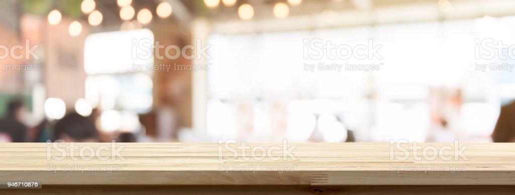 Holz Tischplatte auf Unschärfe Restaurant oder Café innen Banner Hintergrund – Foto