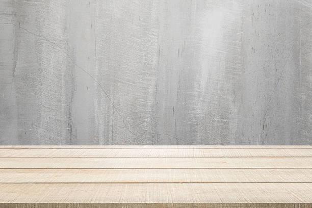 holz tisch panel auf asphalt hintergrund - zement terrasse stock-fotos und bilder