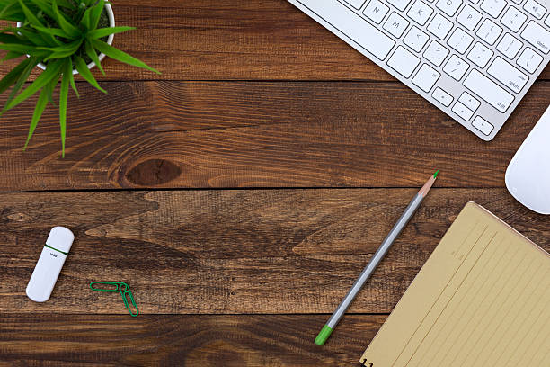 Wood Table top View working Place with yellow Paper Page – Foto