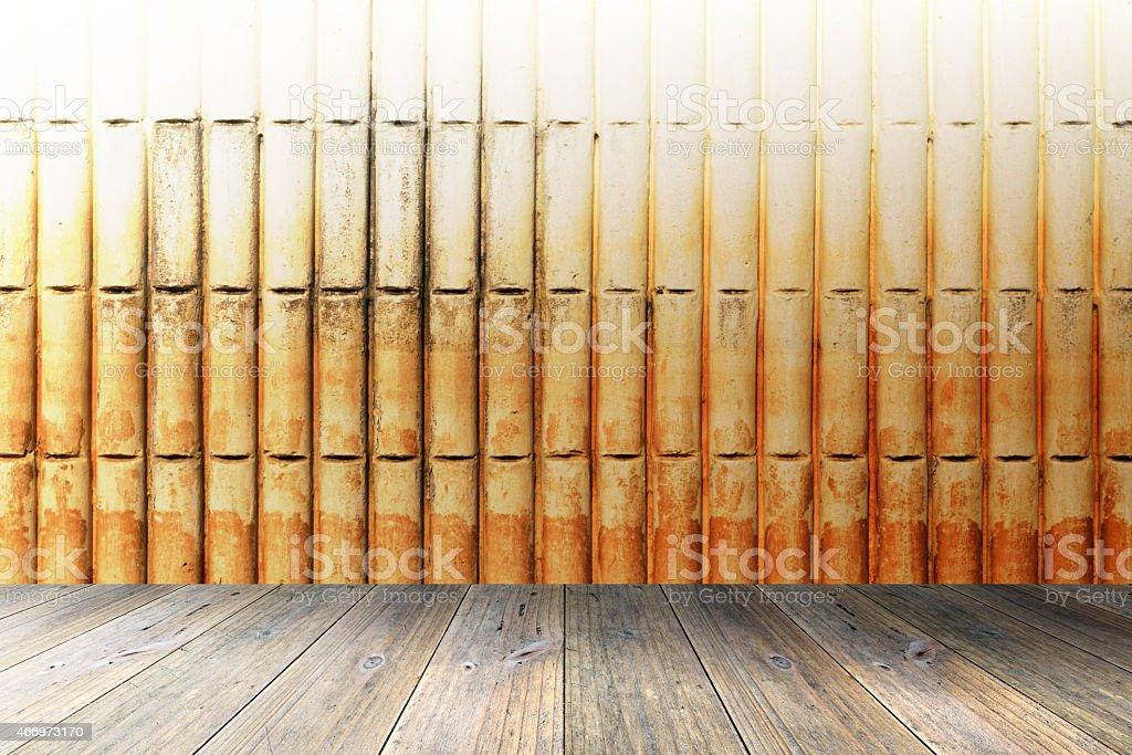 La Terraza De Madera Y Paredes De Ladrillo Foto De Stock Y