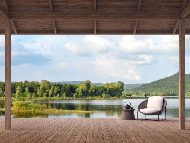 Holzterrasse mit schönem See- und Bergblick 3d render – Foto