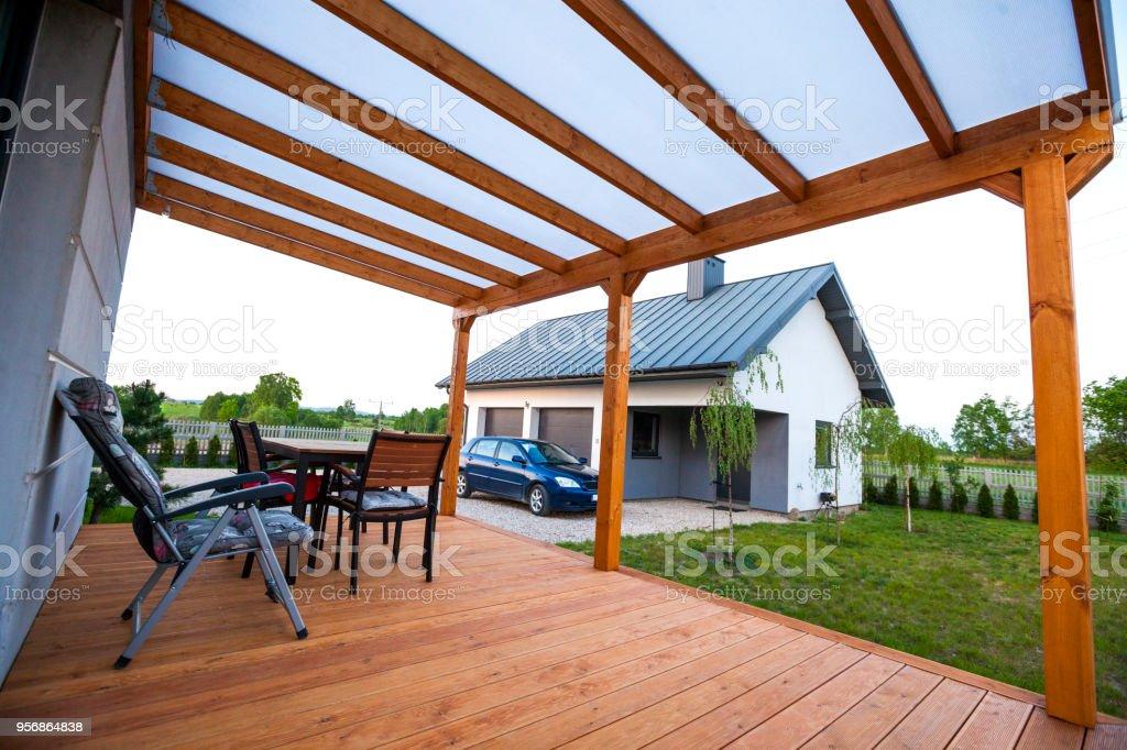 Terraço de madeira. Pátio de madeira bulding - foto de acervo