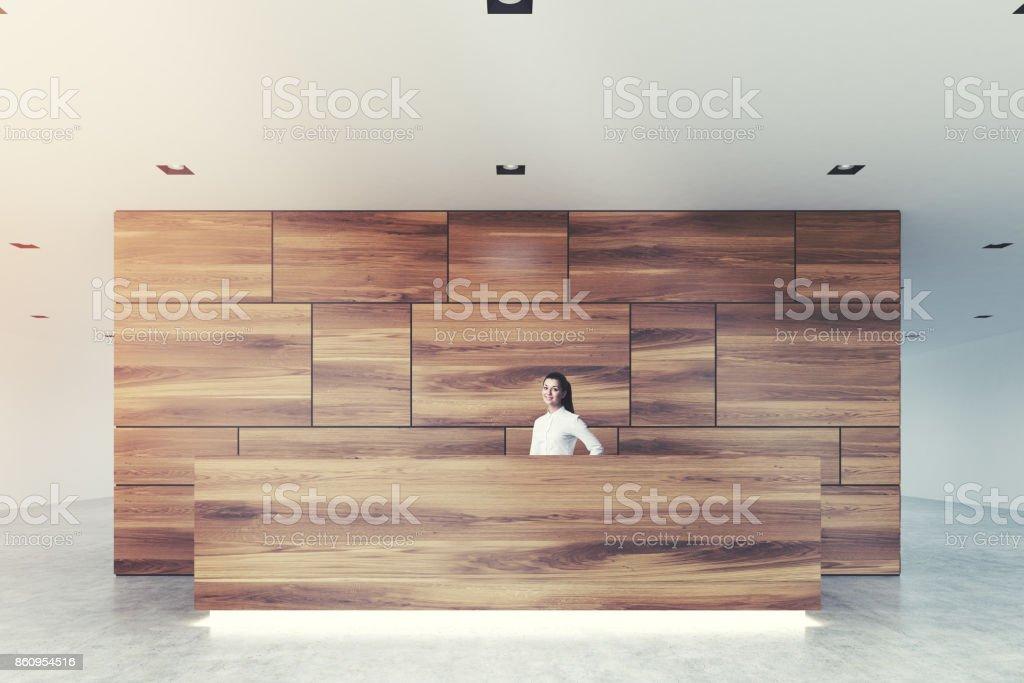 Aus Holz Und Glas Rezeption Lobby Closeup Mädchen Stockfoto ...