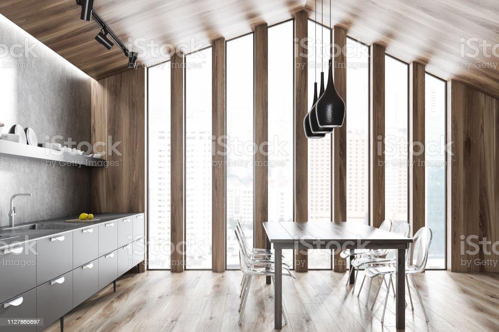 Cocina ático de madera con mesa - foto de stock