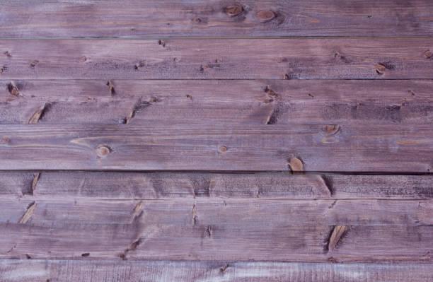 hölzerne hintergrund gemalt holzwand mit holz fleck - pflaumen wände stock-fotos und bilder