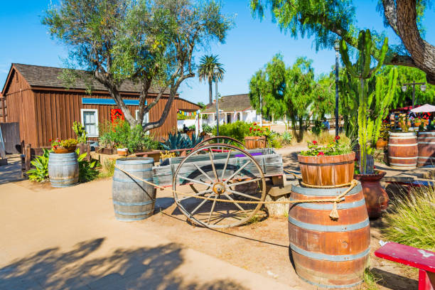 Wooden barrels and cart Wooden barrels and cart in Old Town San Diego, California old town stock pictures, royalty-free photos & images