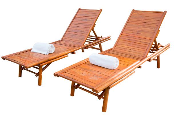 hölzerne strandliege isoliert auf weißem hintergrund - sun chair stock-fotos und bilder