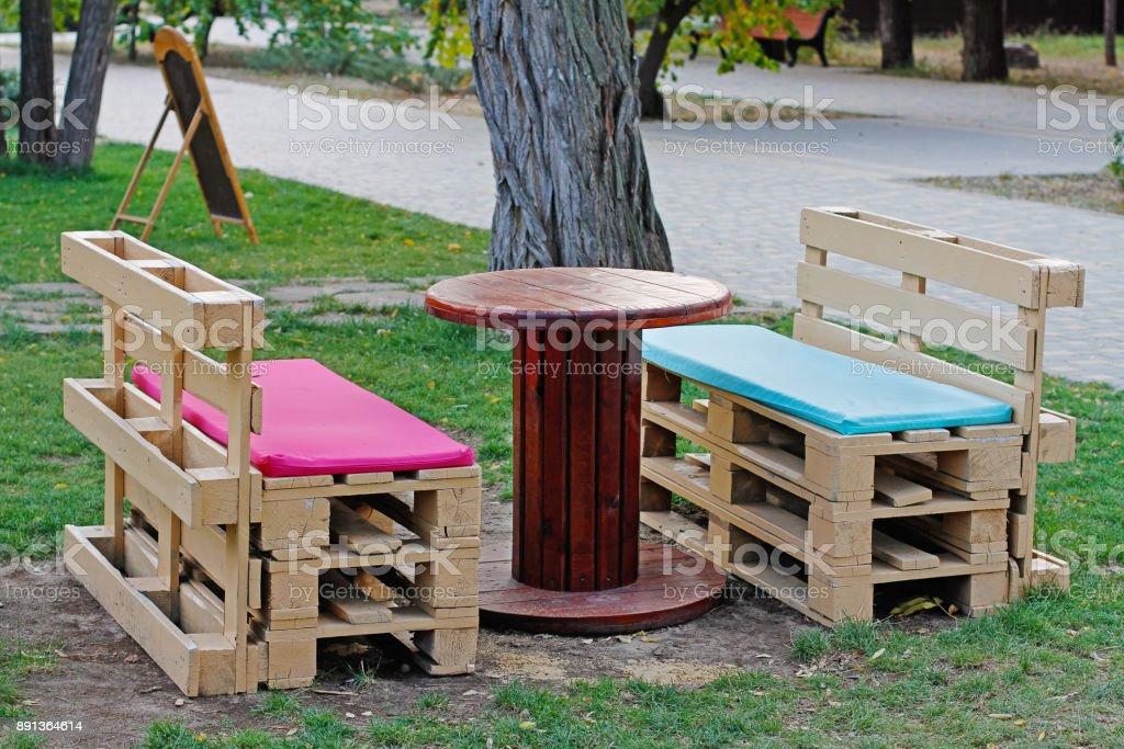 Banc En Bois Fait De Palettes Pour Sasseoir à Table Fabriquée à