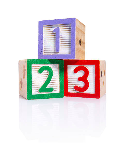 hölzerne blocks cube (schneidepfade - mathematik 3. klasse stock-fotos und bilder