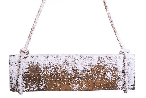 Hölzerne Tafel im Schnee getobt. auf weißem Hintergrund – Foto