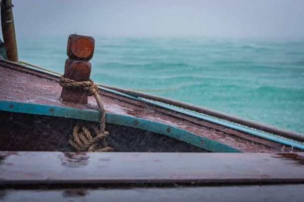 Wooden boat in the rain, Thailand – zdjęcie