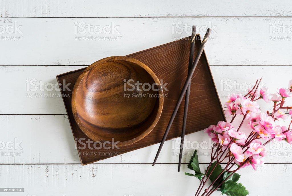 Wooden bowl with chopsticks on wooden table Lizenzfreies stock-foto