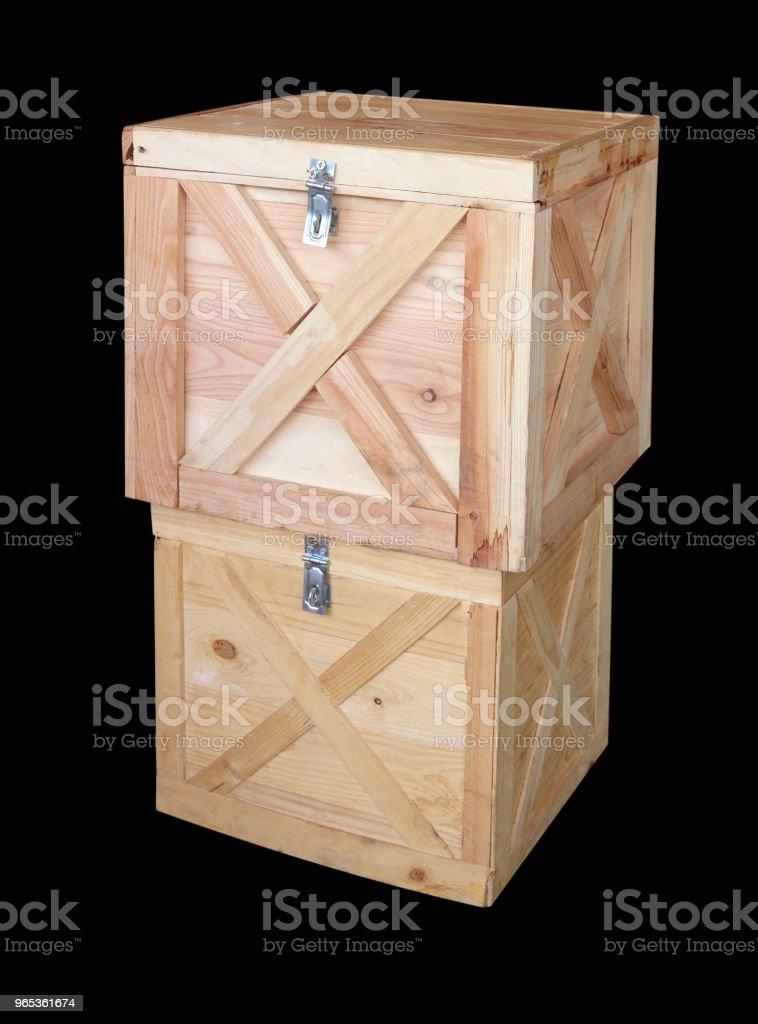 검은 배경에 고립 된 나무 상자 - 로열티 프리 0명 스톡 사진