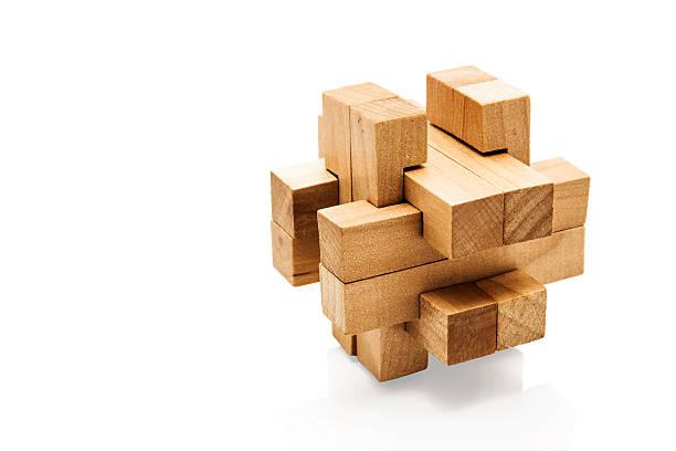 Cerebro Teaser de madera sobre fondo blanco - foto de stock