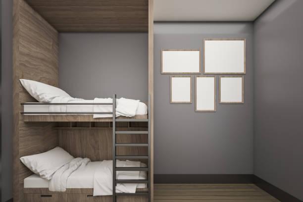 buck-holzbett mit mock-up posterrahmen, 3d rendering - etagenbett weiss stock-fotos und bilder