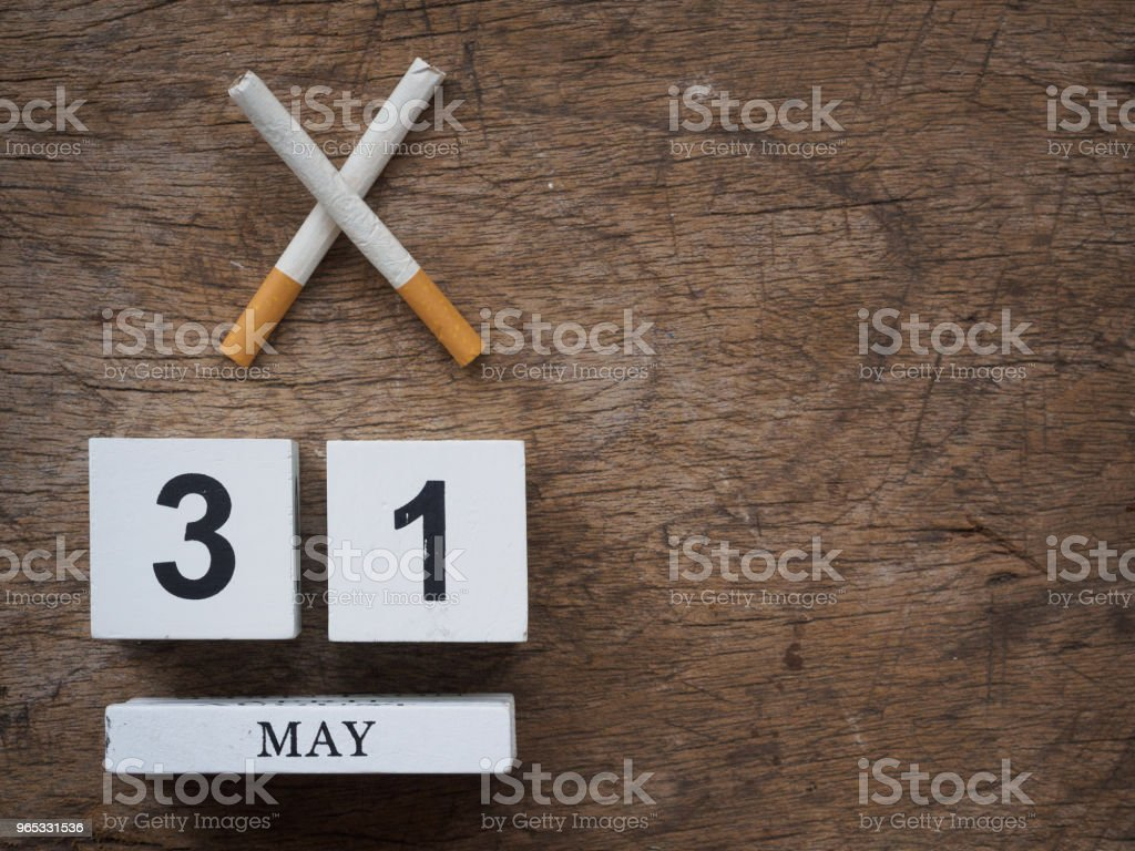 31 MAY wooden calendar block and broken cigarette on wooden texture background top view. World no tobacco concept. zbiór zdjęć royalty-free