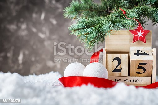 istock Wooden calendar set on the 25 of december 864295278