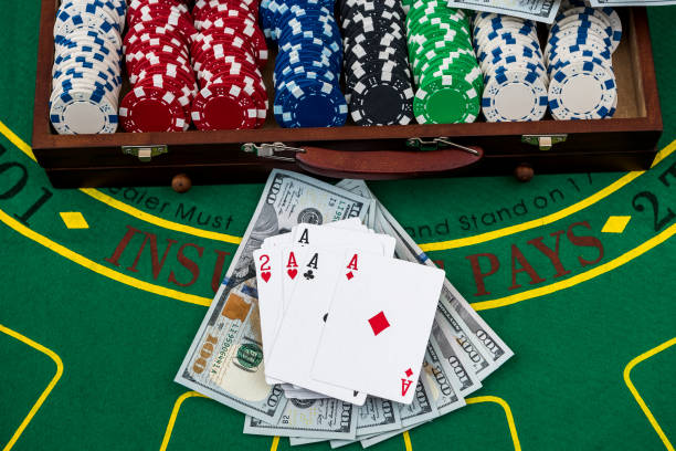 61 Dice Poker Casino Briefcase Stock Photos Pictures Royalty Free Images Istock