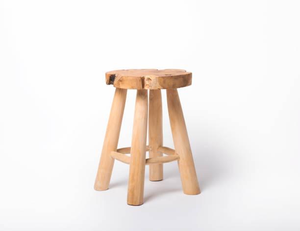 Holzstuhl auf weißem, isoliertem Hintergrund. – Foto
