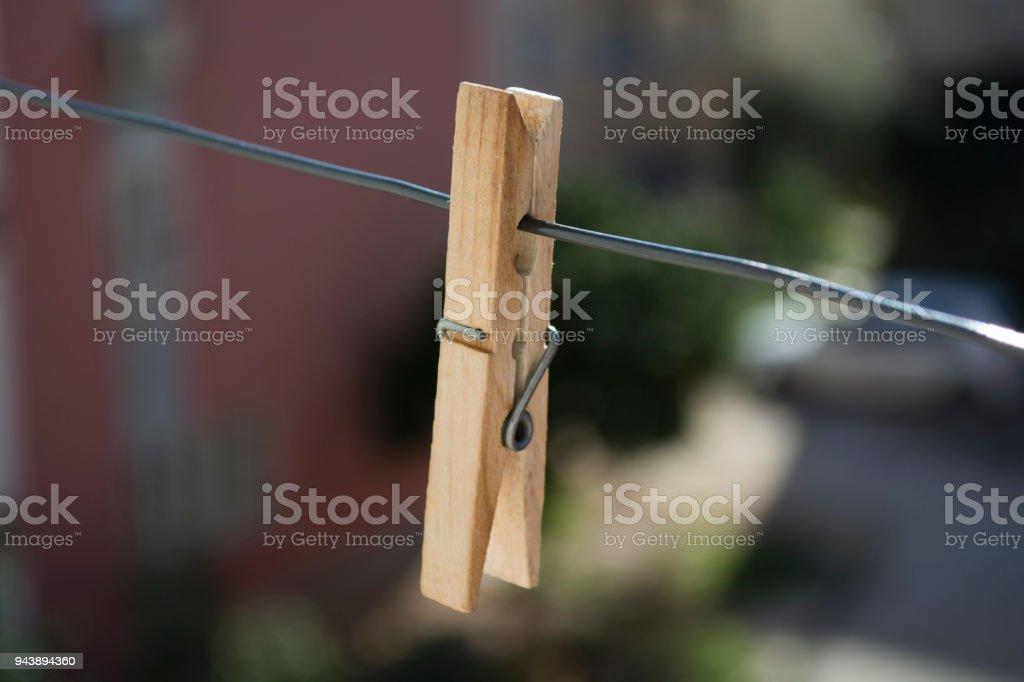 Hölzerne Kleidung Pins Auf Kleidung Linie Stockfoto und mehr