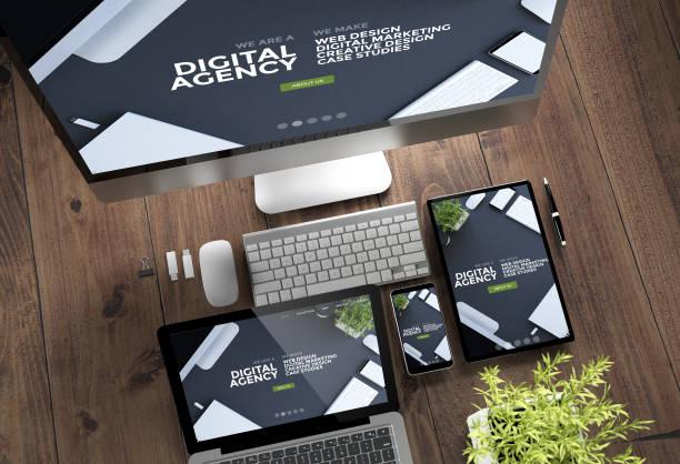 hölzerne desktop-geräte online-digitalagentur ansprechende design - webdesigner stock-fotos und bilder